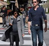 2011.03.21 Beverly Hills lunch and stroll with Selma Blair