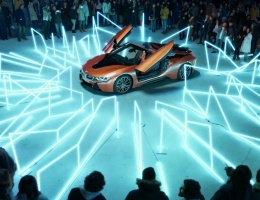 Embracing the electric, a new BMW i8 advert