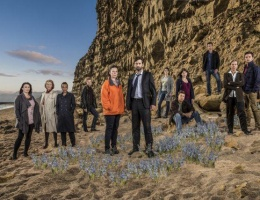 A new photo of Broadchurch cast at West Bay & a short interview